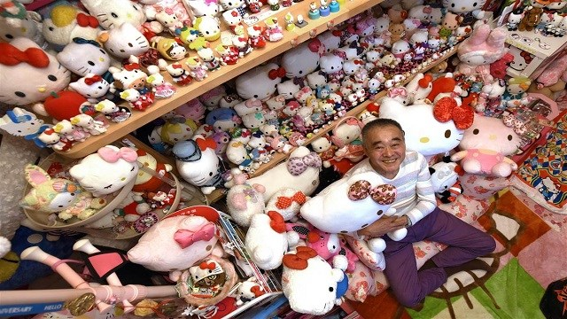 Retired Japanese police officer sets new Hello Kitty record